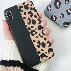 Accessories - (New) iPhone Cover Leopard print/black